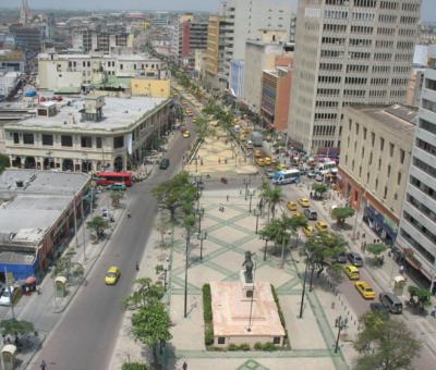 Regresa la vida y el comercio al centro de Barranquilla