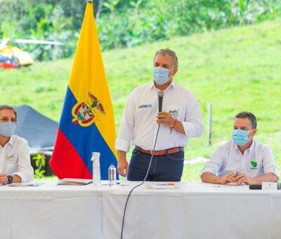 Vacunación masiva contra Covid-19 comenzará en febrero, asegura Duque