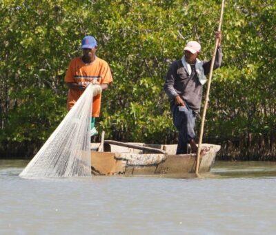800 pescadores afectados por fuertes oleajes en el Atlántico