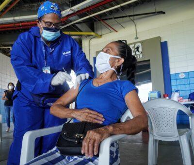 Más de 800 profesores vacunados contra el Covid-19 en Barranquilla